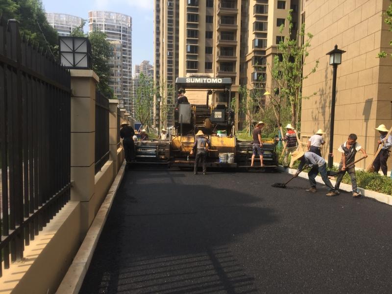 市政道路铺设沥青路面