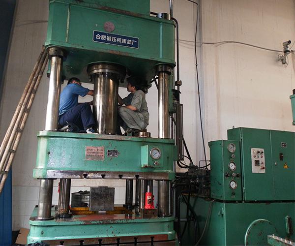 200-315双动液压机大修.jpg