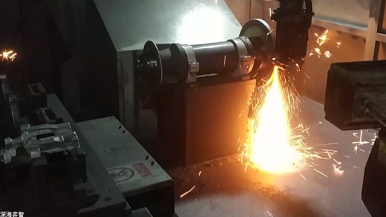 小旋风打磨机器人打磨实