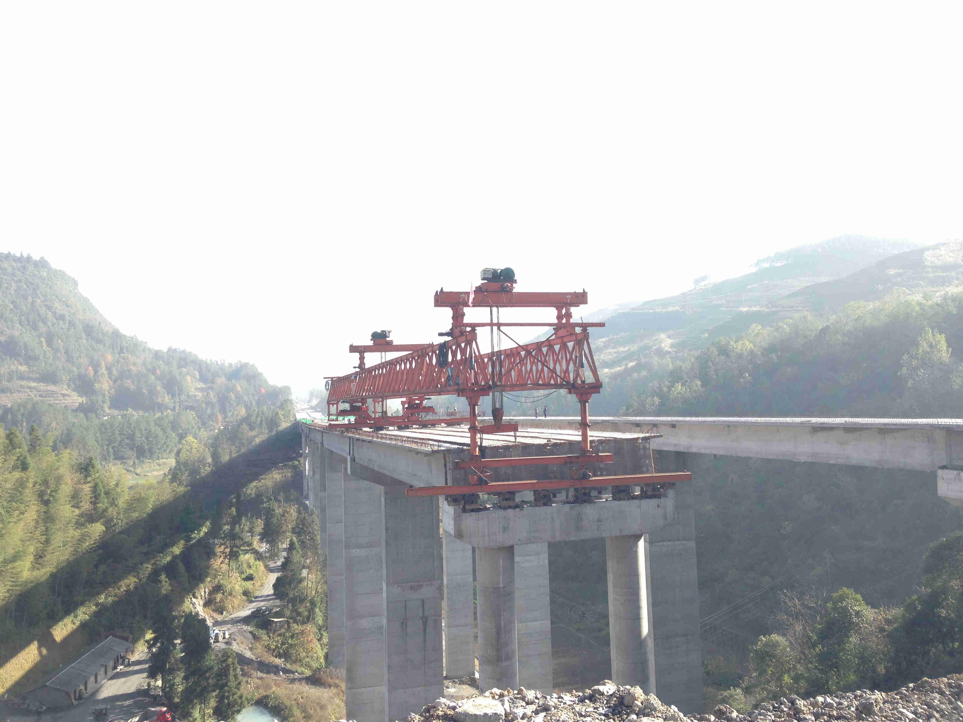 40米200顿架桥机