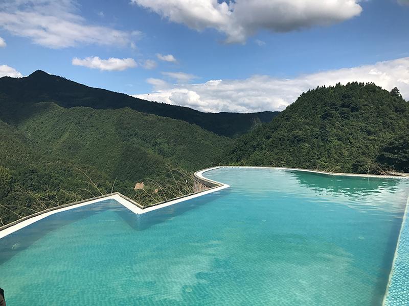 高山泳池风景
