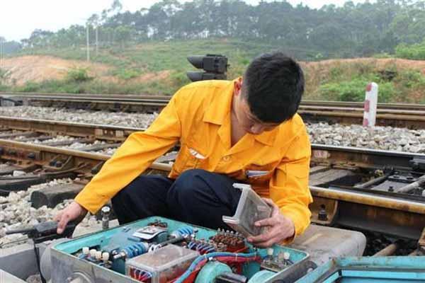 李正涛在邢台铁路做信号工