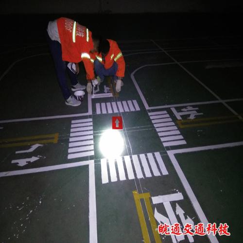 解放小学赛车道划线