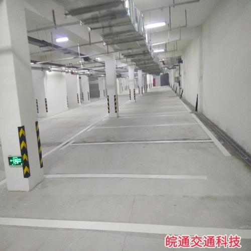 易景凯旋城三期地下车库道路标线施工