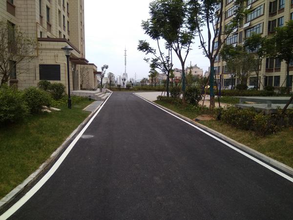 银兴公馆小区道路标线施工