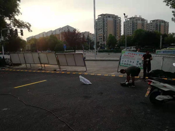 乌衣镇卫生院文明创建道路停车位标线施工