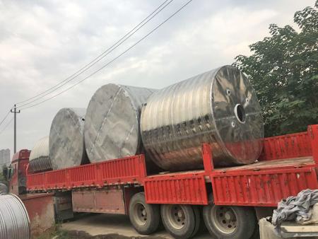 不锈钢圆柱形保温水箱