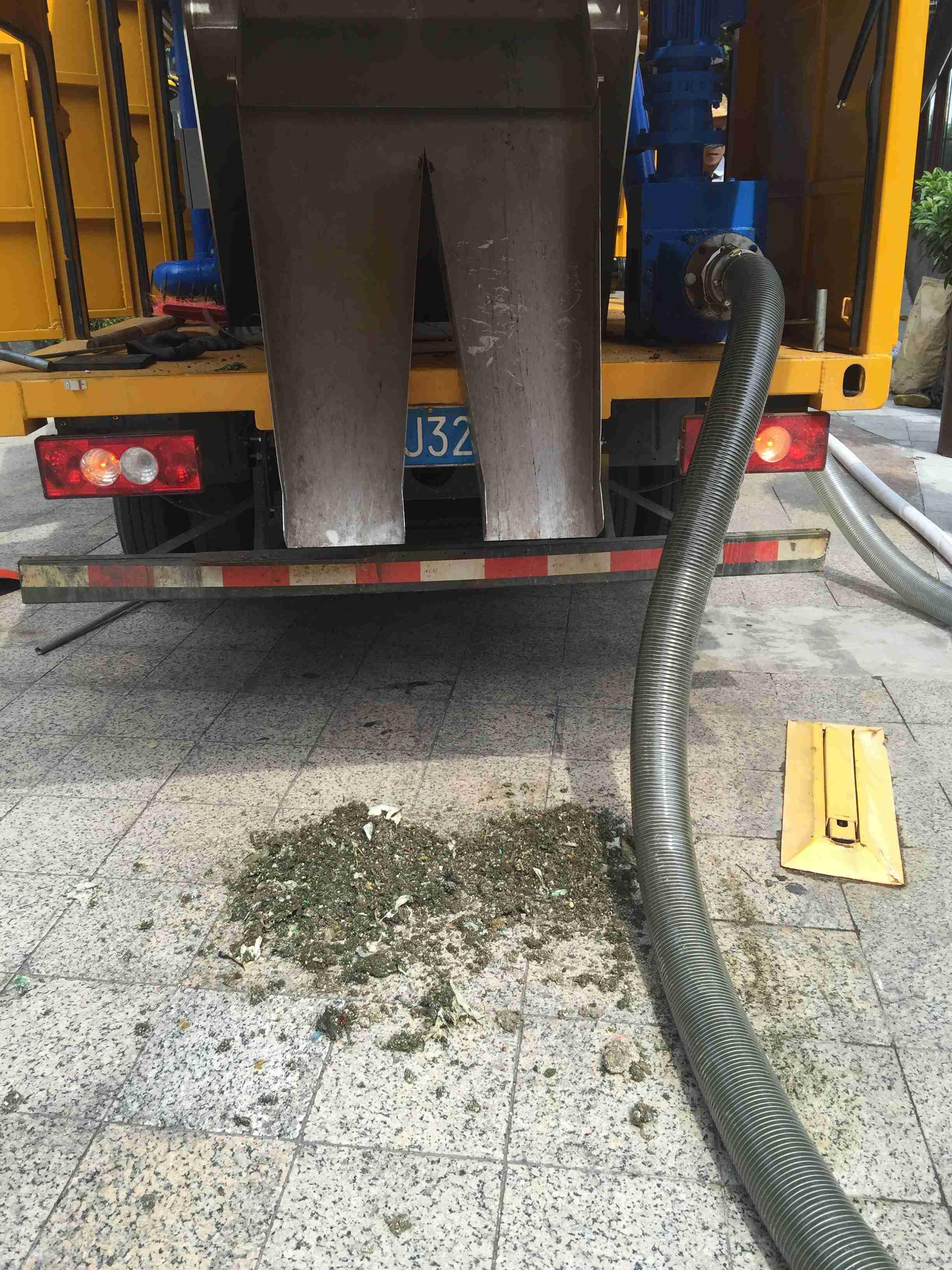 自主研发的化粪池污泥清理设备